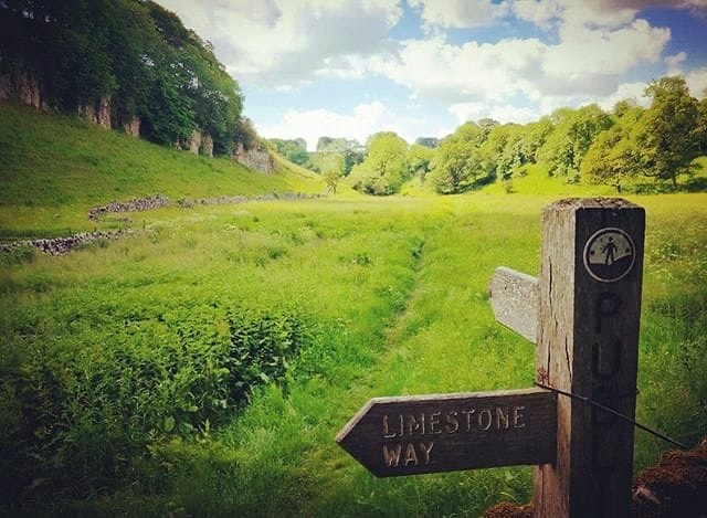 All challengers will find themselves on the Limestone Way during their Peak District Challenge ⛰🥾